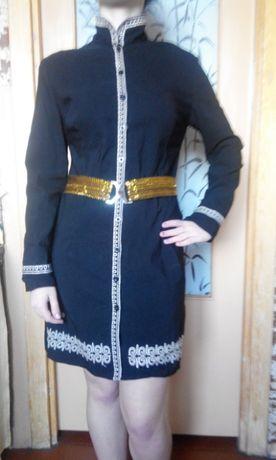 Платье с длинным рукавом в восточном стиле.