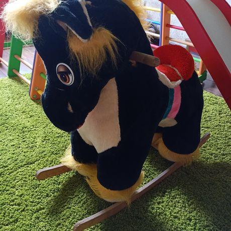 Лошадка-качалка для детей