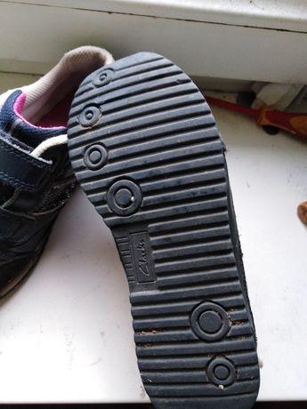 Продам фирменные кроссовки для девочки