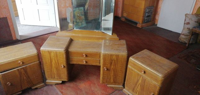 Stara drewniana toaletka