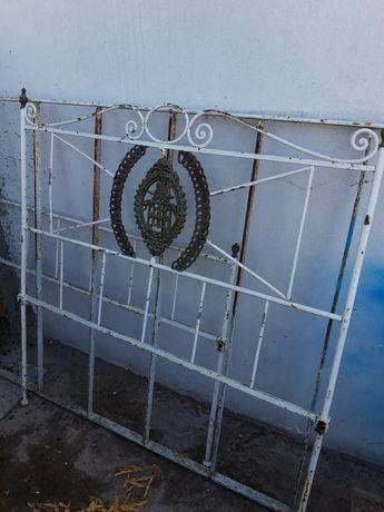 Cama Antiga,completa com Brasão