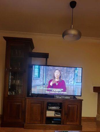 Movel rústico para TV com louceiro e prateleiras