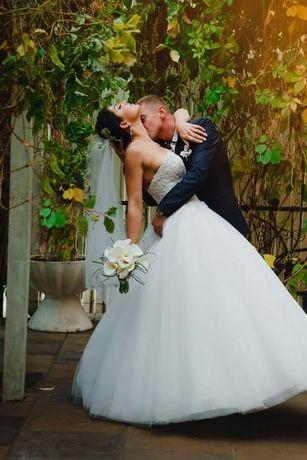 Шикарное свадебное платье с вышивкой бисером лифа ручной работы