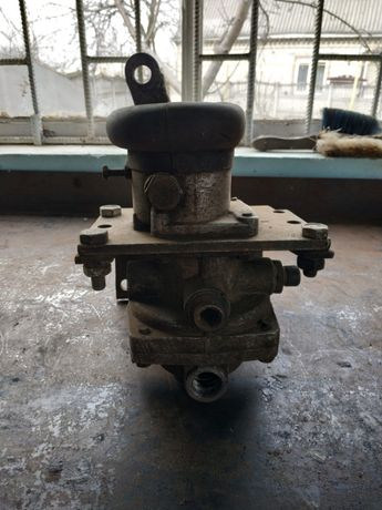 Главный тормозной кран КАМАЗ