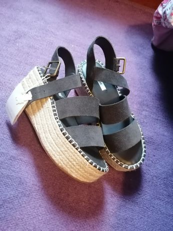 Sandálias tam. 37 novas