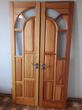 Продаются деревянные двери (сосна) с коробками и наличниками