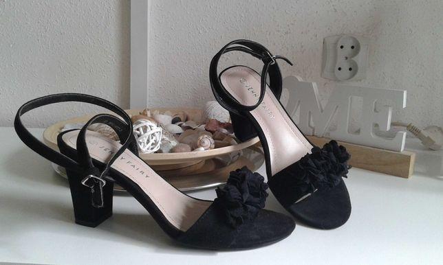 Sandałki zamszowe