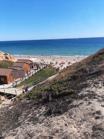 Apt T1, Piscina, Churrasqueira a 400 metros PraiaFalesia Alfamar,