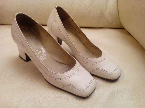 Magnificos Sapatos com 45 Anos e Outros Pretos n°36