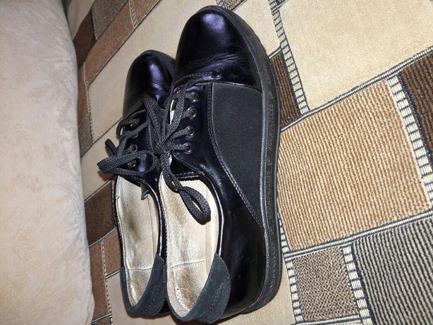 Мешти - туфлі для дівчинки