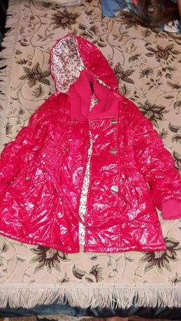 Продам весеннее пальто на девочку