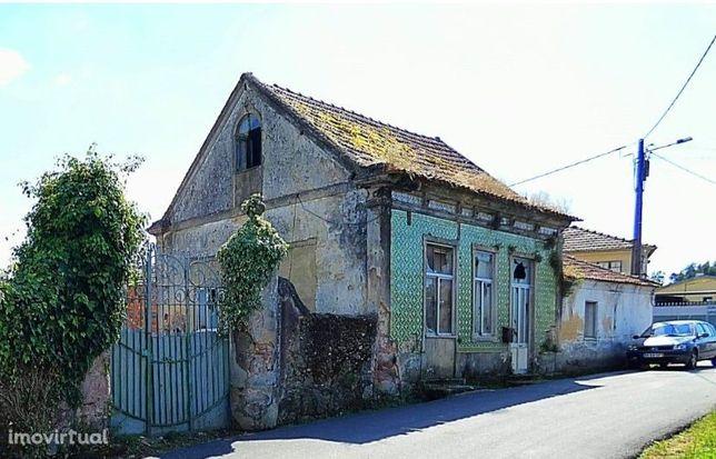 Quintinha em Carvalhal da Portela com casa para recuperar (Valongo do