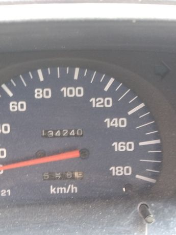 Toyota Hilux 135mil pode trazer mecânico impecável muito bem estimada
