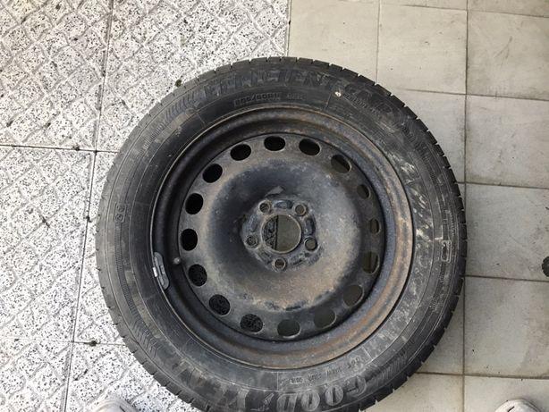 Roda completa com pneu novo