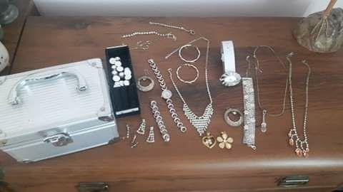 Zestaw biżuterii gratis kuferek