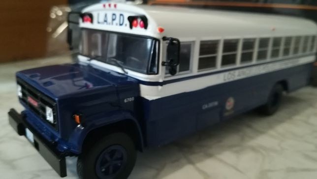 Масштабная модель 1:43 IXO-MODELS GMC Police L.A.P.D.