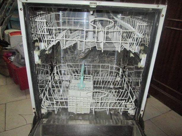 Máquina de lavar loiça de encastrar. INDESIT