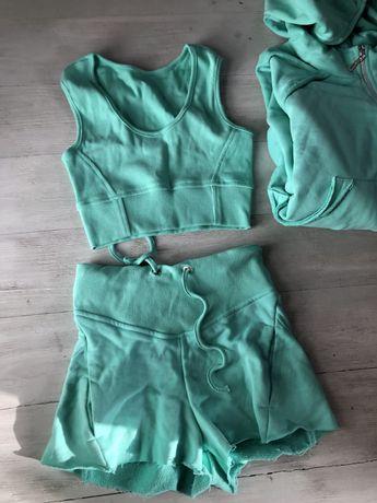 Krótki zielony komplet