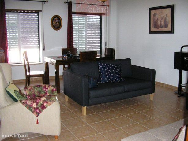 Apartamento T2 com sótão e parqueamento, VRSA
