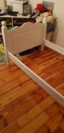 Stelaż łóżka  bez drabinek  wykonane z drewna.