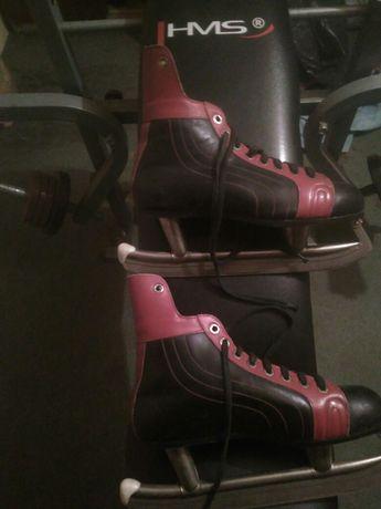 Łyżwy hokejowe czarno czerwone