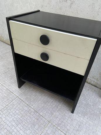 Conjunto espelho + mesa de cabeceira preta e branca
