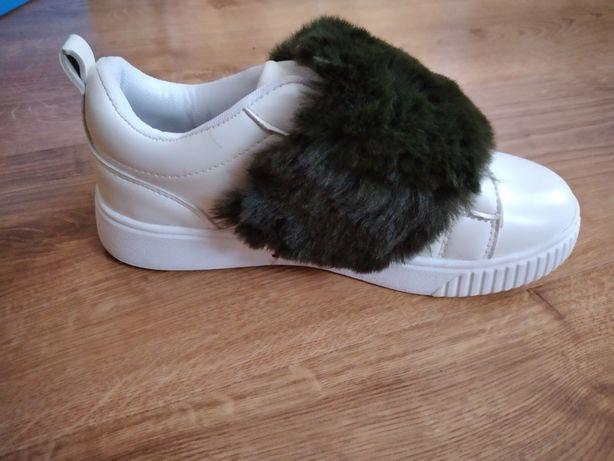 Кросівки білі дитячі
