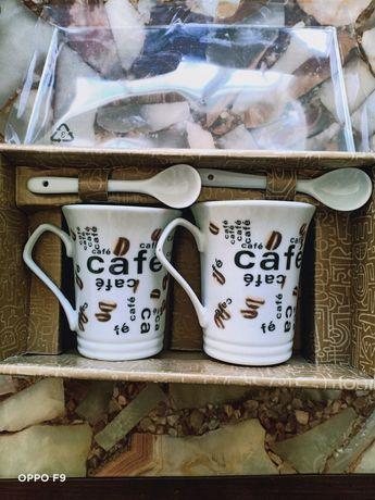 Кофейные кружки с ложечками