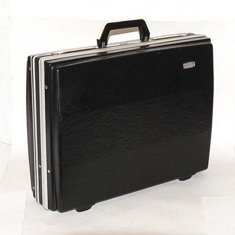 чемодан-кейс большой...2 замка+код...ссср
