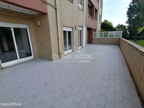 T2 c/ Terraço e Lugar de Garagem em Valongo