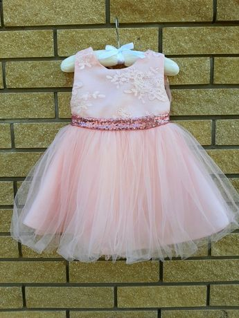 Нарядное платье красивое пышное фатиновое на 1-2года на годик