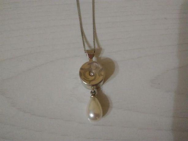 Продам НОВУЮ серебрянную цепочку с позолотой и бриллиантом 0,01 карат!