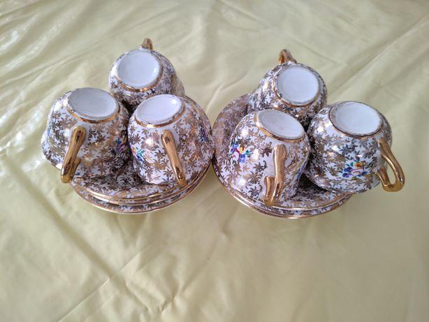 Conjunto de Chávenas e Pires em Porcelana