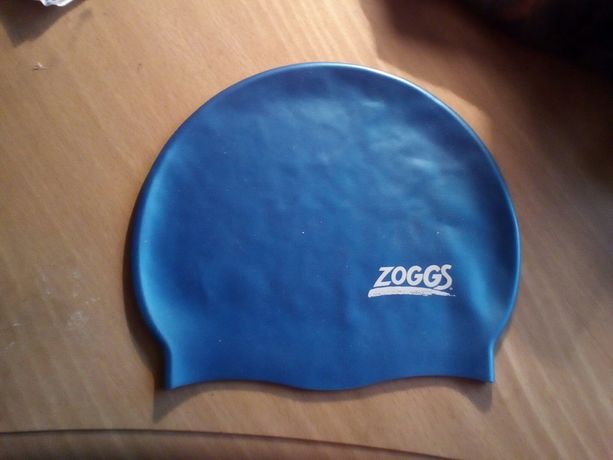 Шапочки для плавания. Голубая шапка для бассейна.