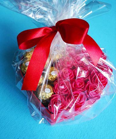 Flower box, serce z czekoladkami, prezent, Dzień Matki, Dzień Dziecka