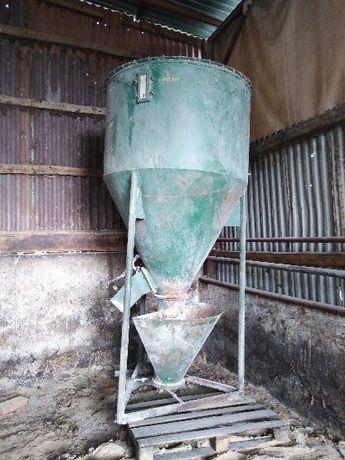 Mieszalnik pasz sypkich poj. 800 kg