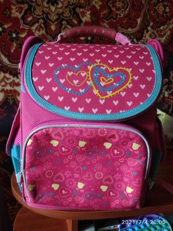 Продам портфель для дівчинки 1-4 класу, стан хороший
