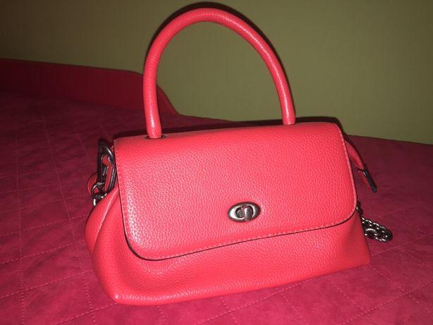Стильна вмістима жіноча сумочка