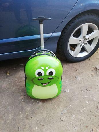 Продам Дракоша детский чемодан дорожный на колесах Дракон пластик