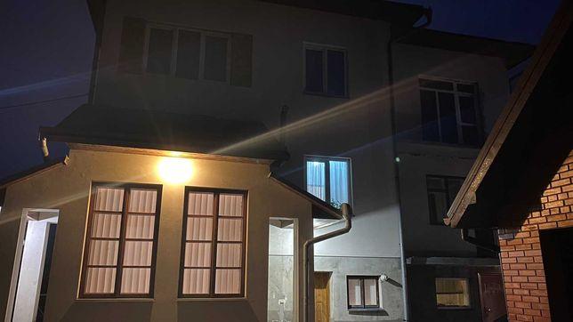 Продаж Будинку у Крихівцях 315 м2,гараж ,зона барбекю,літній будинок
