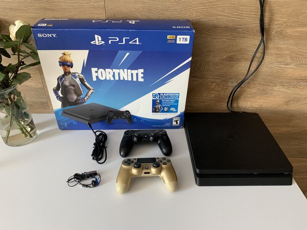 Sony PlayStation 4 Slim 1Tb + 2 joysticks