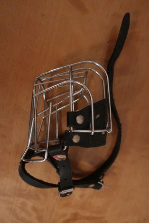 kaganiec metalowy dla psa średni
