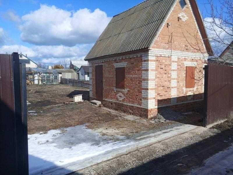 Дачна ділянка з будинком