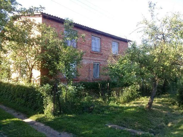 Продається будинок та земельна ділянка.