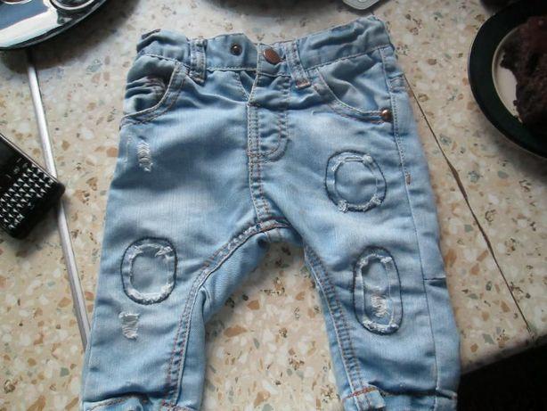 Śliczne jeansy Denim.Przetarcia 3-6 miesiecy.