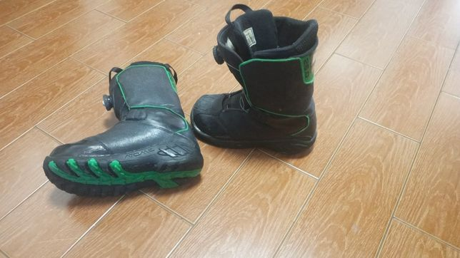 Ботинки до сноуборду.