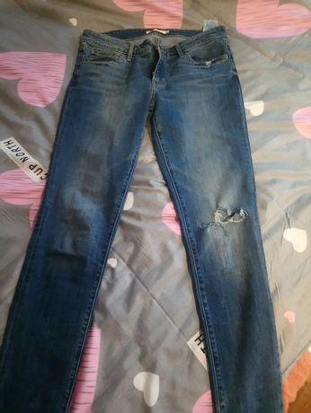 Levi's jeansy w klasyczny niebieskim kolorze .