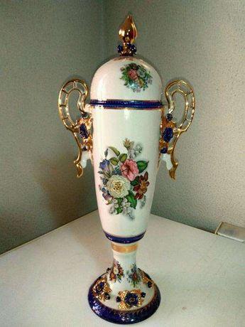 Jarra em porcelana pintada à mão
