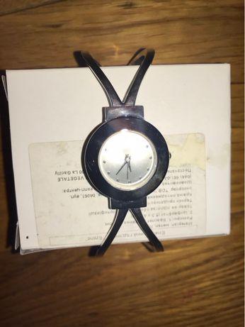 Годинник металевий Еліпс Ів Роше Часы Yves Rocher Ив Роше