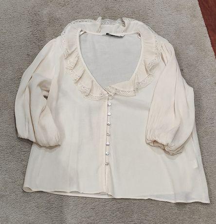 Camisa estilo romântico da Zara com manga três quartos, bege.